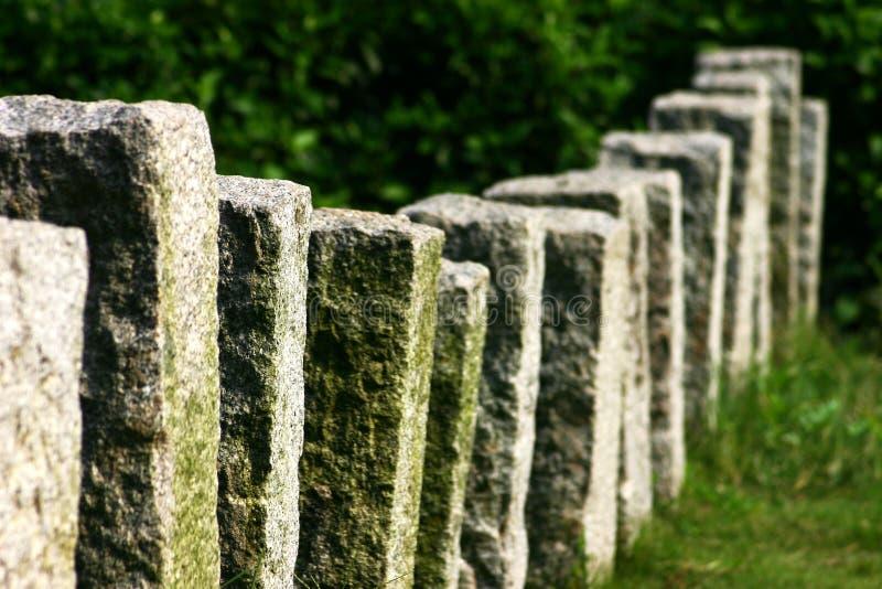 Frontière de sécurité de pilier de roche photographie stock libre de droits