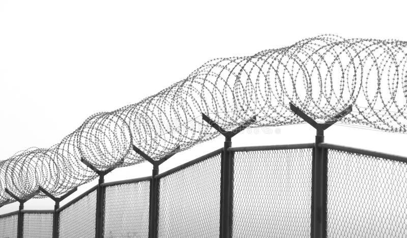 Frontière de sécurité de fil avec les fils barbelés photo libre de droits