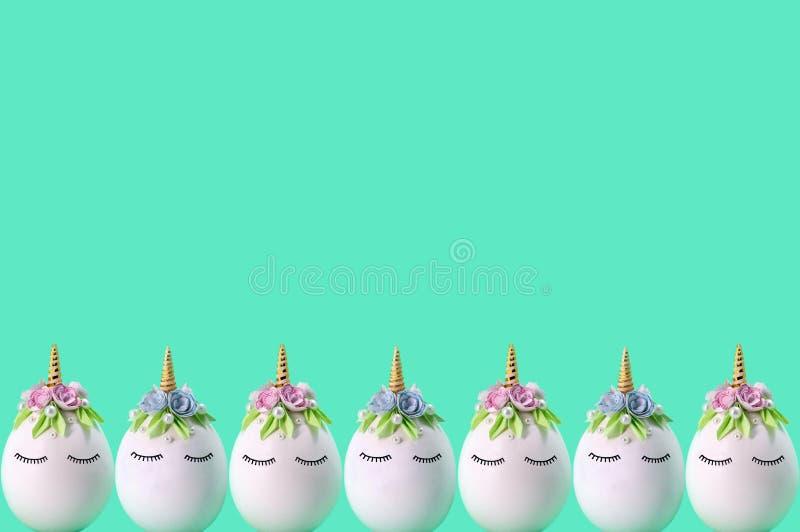 Frontière des licornes faites main mignonnes faites d'oeufs Concept de Pâques images stock