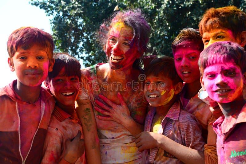 Fronti colorati durante la celebrazione di Holi jaipur Il Ragiastan L'India immagini stock