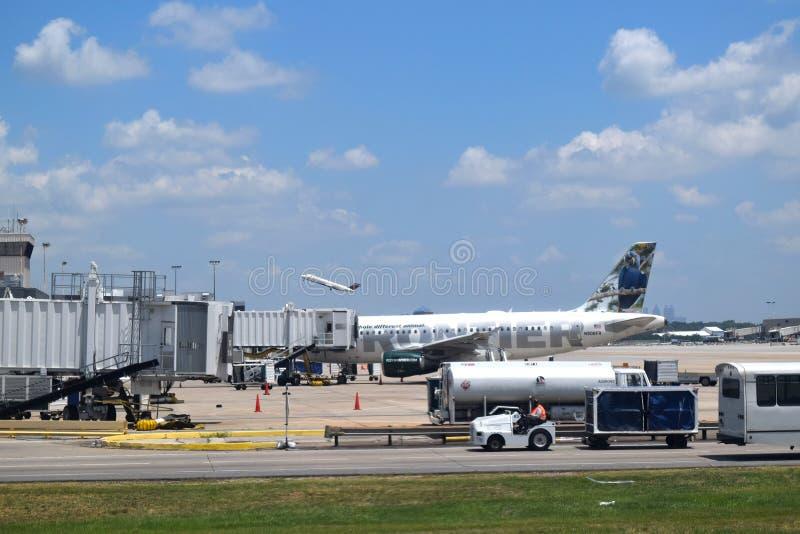 Frontier Airlines em ATL imagens de stock