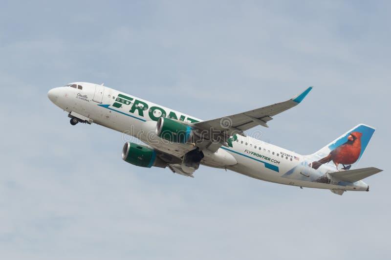Frontier Airlines voyagent en jet image libre de droits