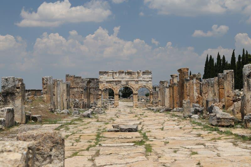Frontinus ulica w Hierapolis Antycznym mieście i brama, Turcja obraz stock