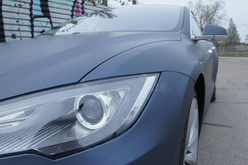 Frontlight des schönen Tesla-Autos stockfoto