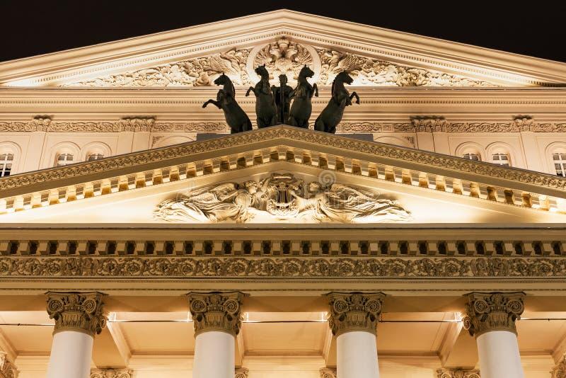Fronton von Bolshoi-Theater in Moskau in der Nacht lizenzfreie stockfotos