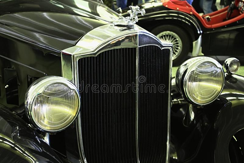 Frontowa maska i kierowniczy światła weteran samochodowy Packard Zaświecamy Osiem 1932 fotografia stock