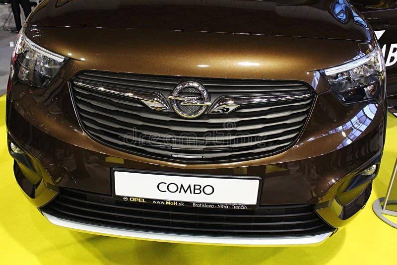 Frontowa maska nowy Opel Samochód dostawczy Combo Życie, jak wystawiający na Nitra samochodowym expo w 2018 obrazy royalty free
