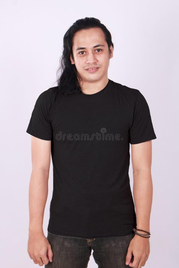 Frontowego widoku Pusta Czarna koszula na Azjatyckim samiec modelu fotografia stock