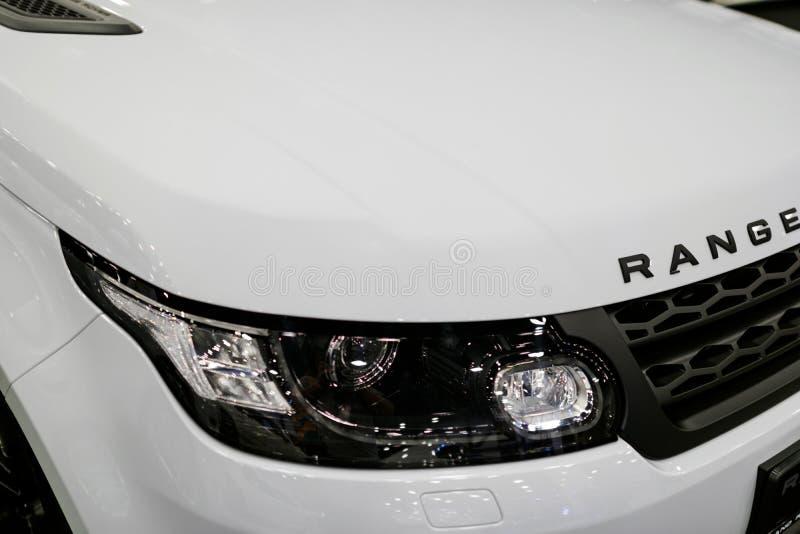 Frontowego widoku reflektor bielu Land Rover Range Rover sport 2017 Samochodowi powierzchowność szczegóły zdjęcie stock