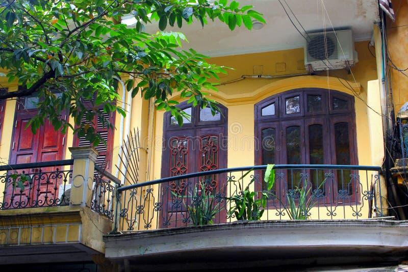 Frontowi Francuscy kolonisty domu drzwi okno, Hanoi, Wietnam obrazy stock