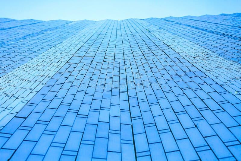 Frontowy budynek szkła kasetonować jest przypadkowym mozaiki wzorem obrazy royalty free