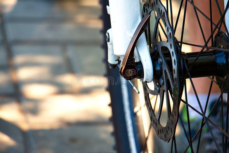 Frontowy roweru górskiego koła zakończenie zdjęcia royalty free