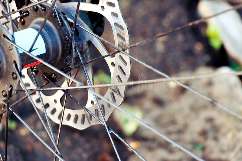 Frontowy roweru górskiego koła zakończenie obrazy royalty free