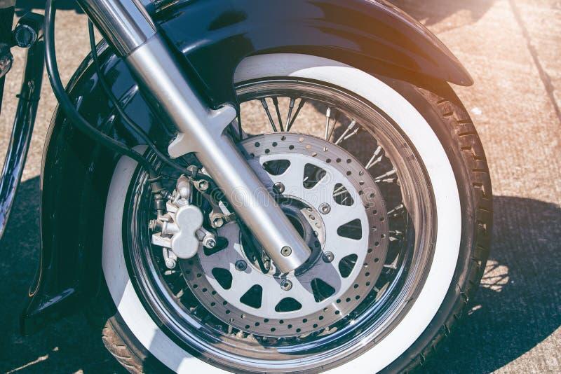 Frontowy rozwidlenie motocykl z frontowym kołem obrazy stock