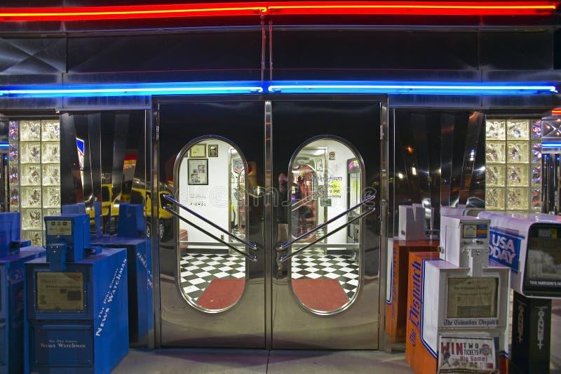 Frontowy wejście Gość restauracji przy noc fotografia royalty free