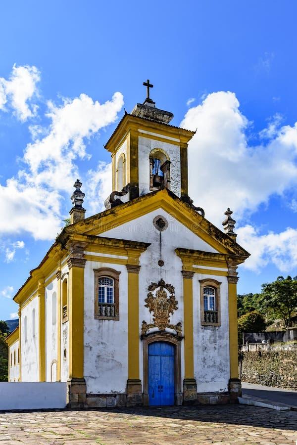 Frontowy widok antyczny kościół katolicki xviii wiek obrazy stock