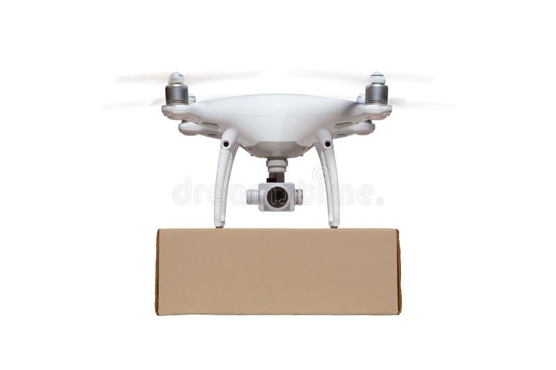 Frontowy widok Bezpilotowego samolotu systemu UAS Quadcopter trutnia przewożenia Pusty pakunek Na bielu zdjęcia royalty free