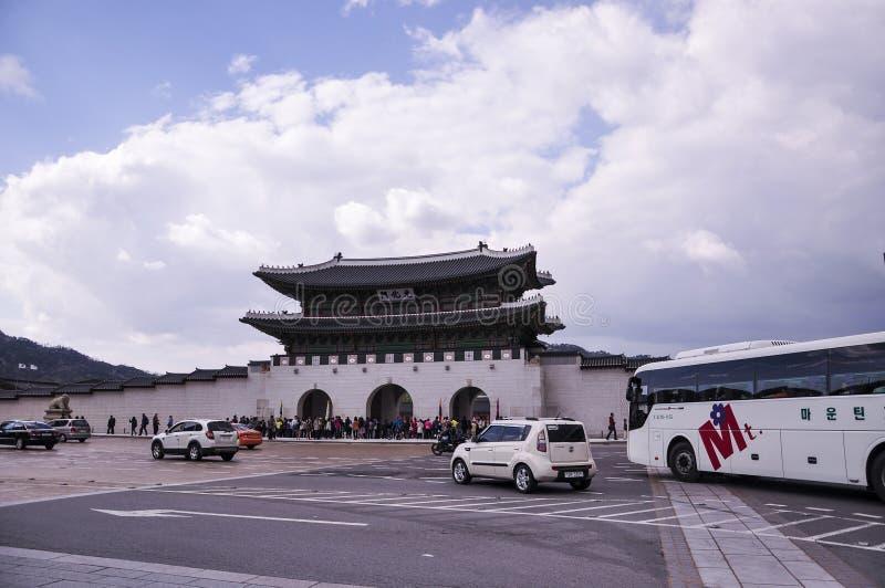 Frontowy widok Gwanghwamun, jest wielkim bramą Gyeongbokgung pałac i magistralą zdjęcia royalty free