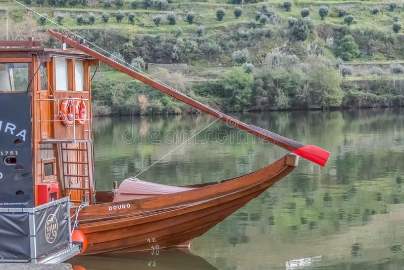 Frontowy widok rekreacyjne i czas wolny ?odzie dla turystyki na rzecznym Douro obraz royalty free