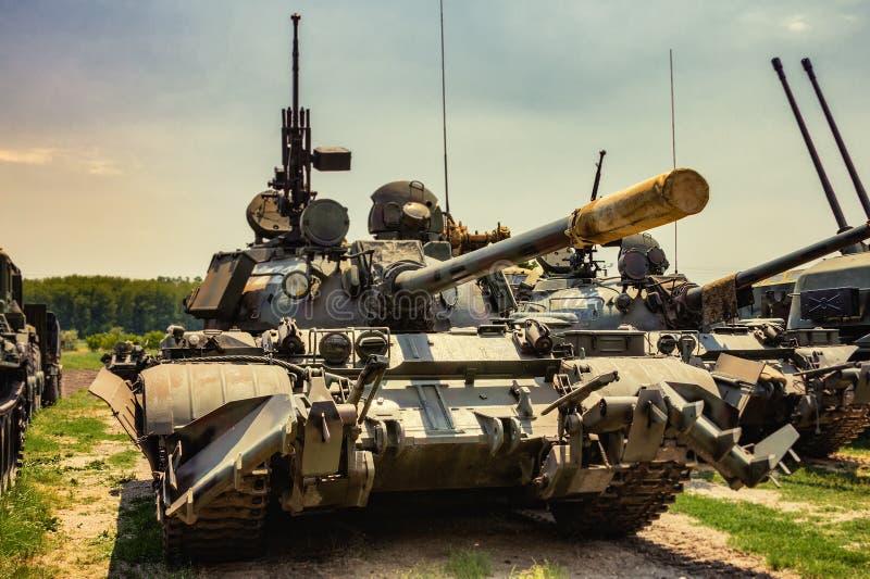 Frontowy widok retro wojsko zbiornik zdjęcie royalty free