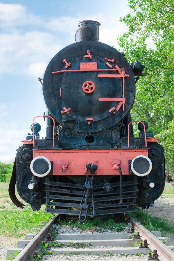 Frontowy widok staromodna parowa lokomotywa fotografia stock