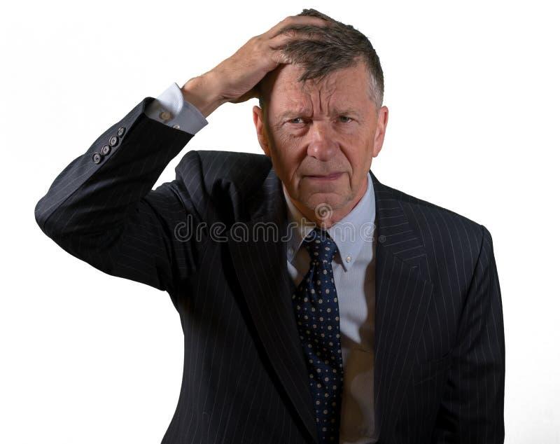 Frontowy widok starszy caucasian mężczyzna martwił się i przestraszony zdjęcia stock