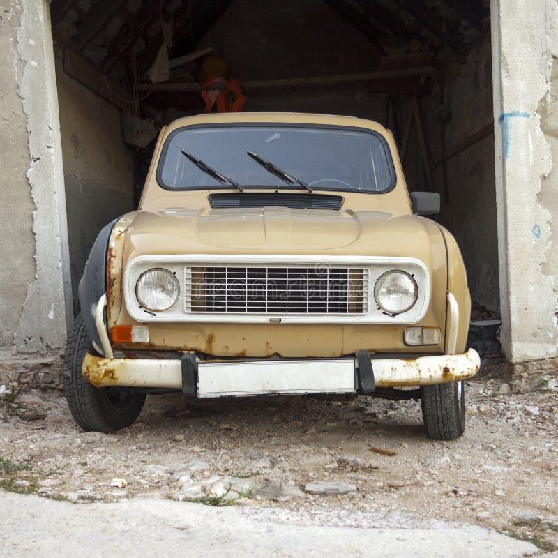 Frontowy widok stary samochód zdjęcie royalty free