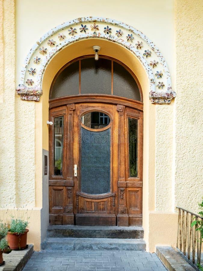 Frontowy widok wejściowy drzwi zdjęcia stock