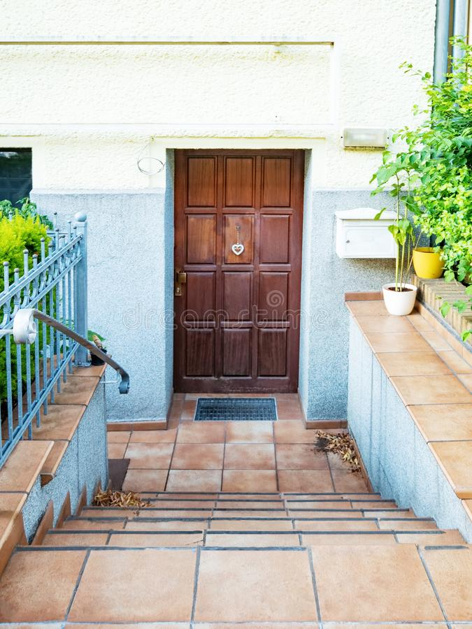 Frontowy widok wejściowy drzwi obrazy royalty free