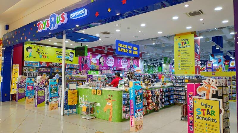 Frontowy widok zabawki R My sklep w Johor Bahru, Malezja obraz stock