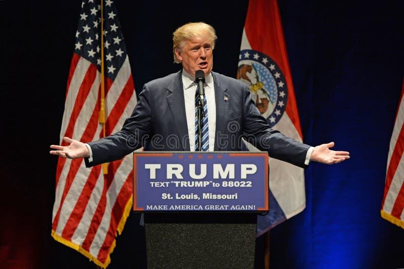 Frontrunner republicano Donald Trump que habla a los partidarios fotos de archivo