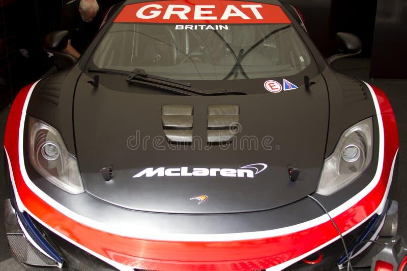 Frontseite des blauen McLaren mp4-12c gt3 Autos lizenzfreies stockbild
