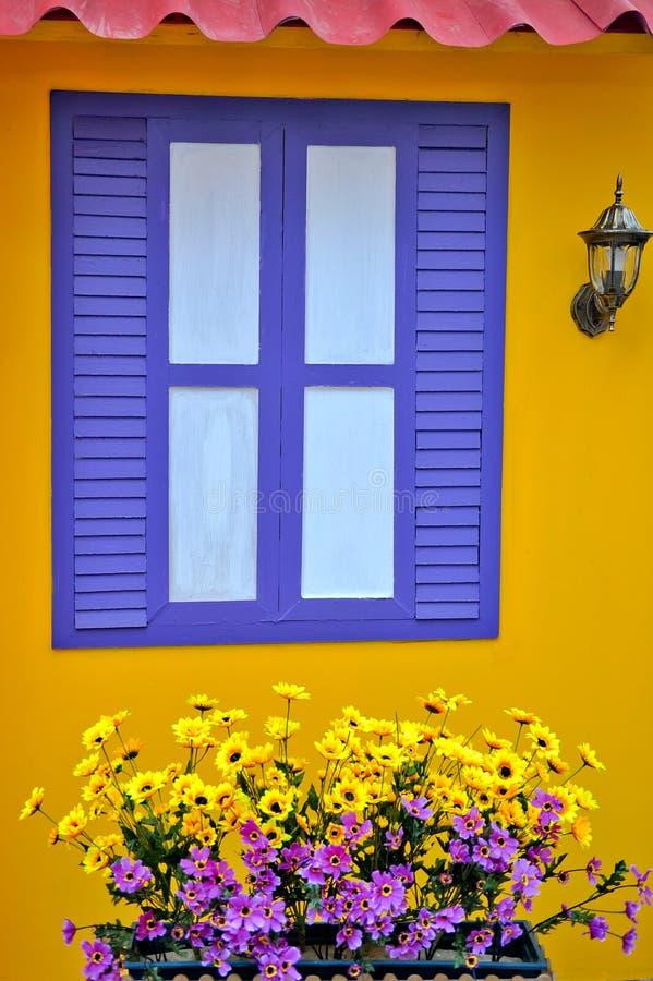 Frontseite des Hauses lizenzfreie stockfotos