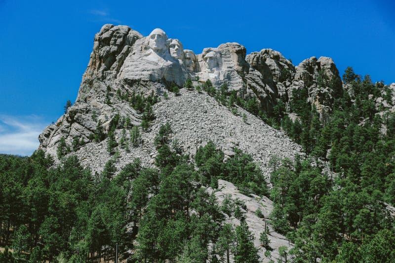 Froschperspektive des Mt Rushmore in South Dakota, USA stockfotos