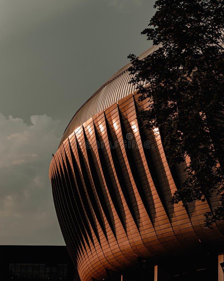 Froschperspektive eines großen Stadionsäußeren lizenzfreies stockbild