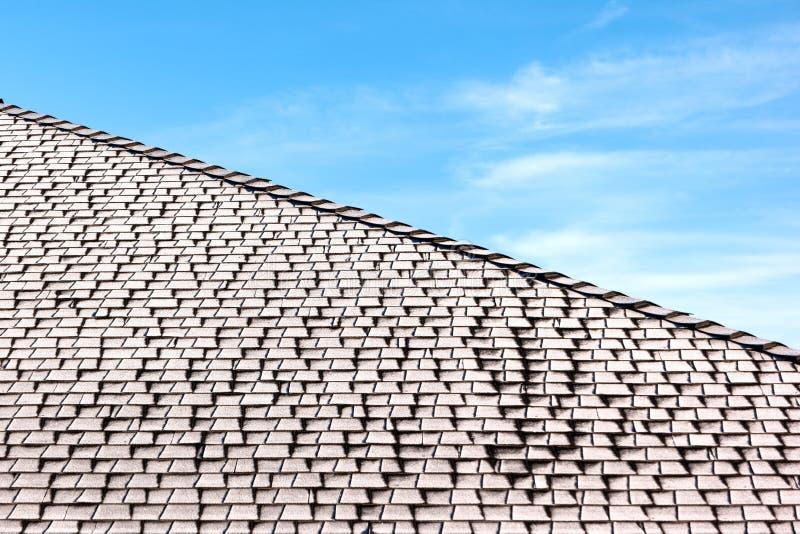 Frost no telhado shingled foto de stock