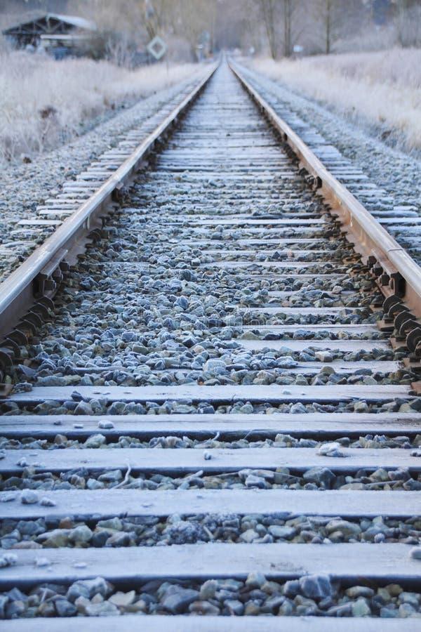 Frost sur la voie de train image stock
