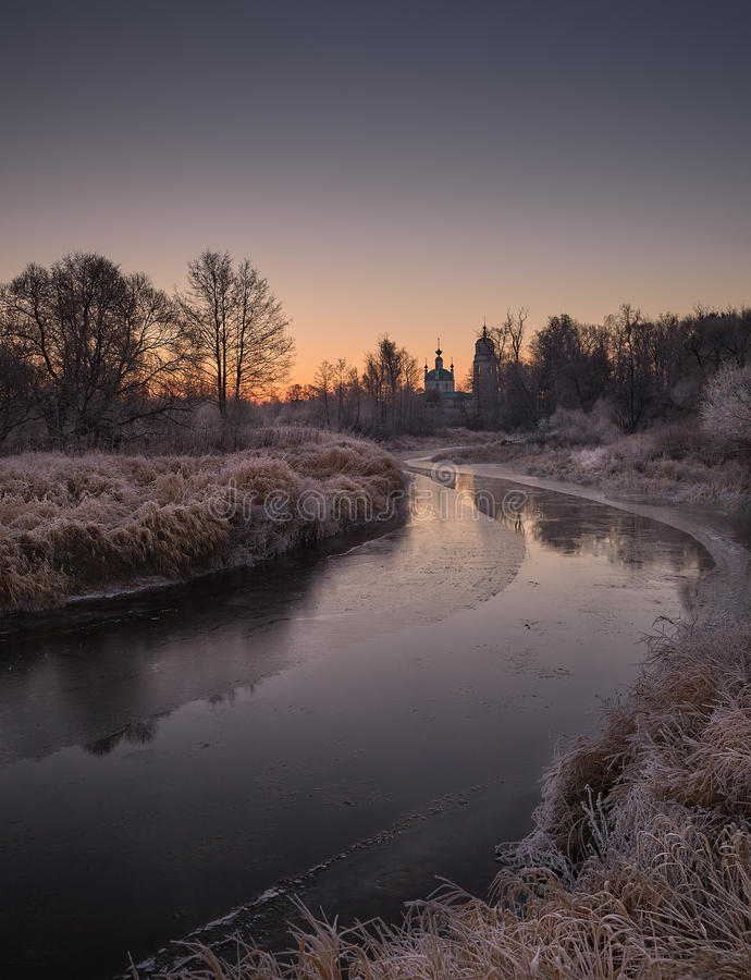 frostig morgon november royaltyfria bilder
