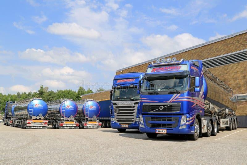 Frota de caminhões de petroleiro em uma jarda foto de stock royalty free