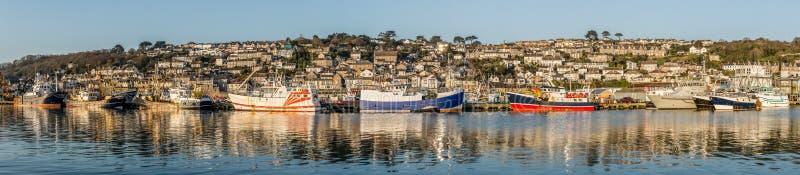 A frota pesqueira de Newlyn amarrou no porto, Cornualha imagens de stock