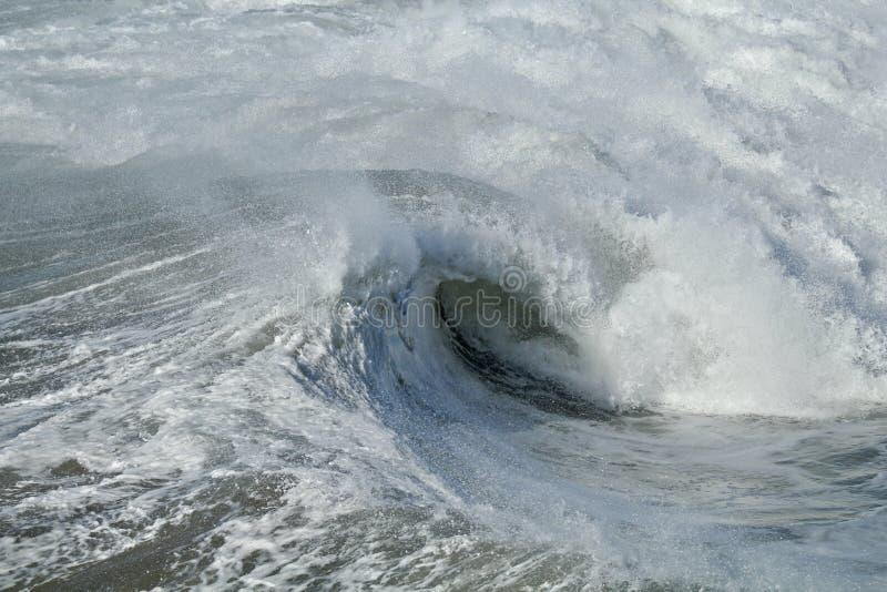 Frothy σπάσιμο κυμάτων στο Ειρηνικό Ωκεανό στοκ φωτογραφίες με δικαίωμα ελεύθερης χρήσης