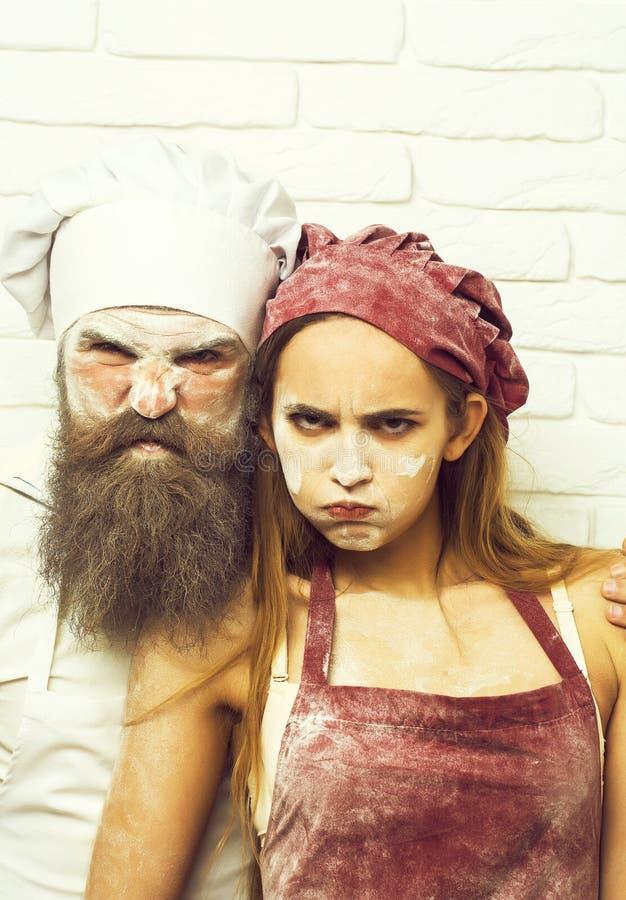 Frown kok en mooi meisje royalty-vrije stock afbeeldingen