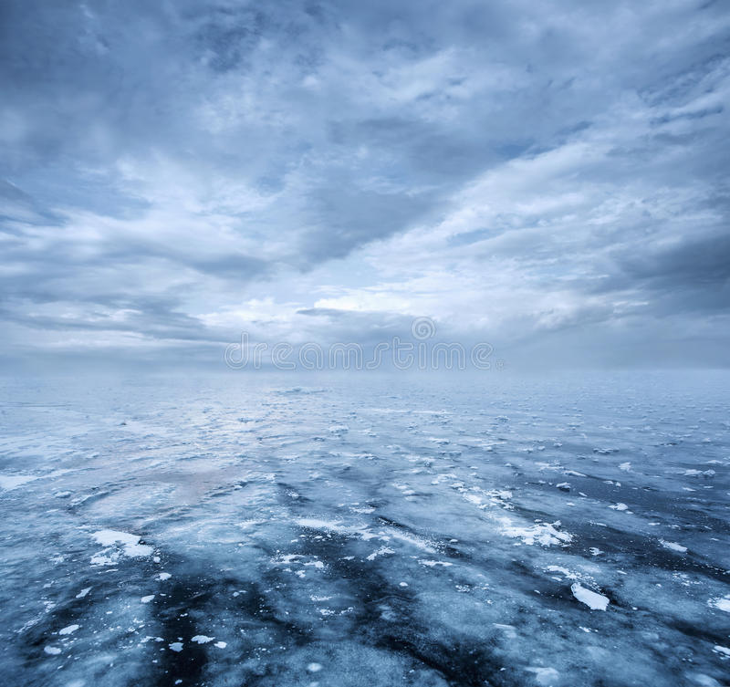 Free Frozen Lake And Dramatic Sky Stock Images - 84064494