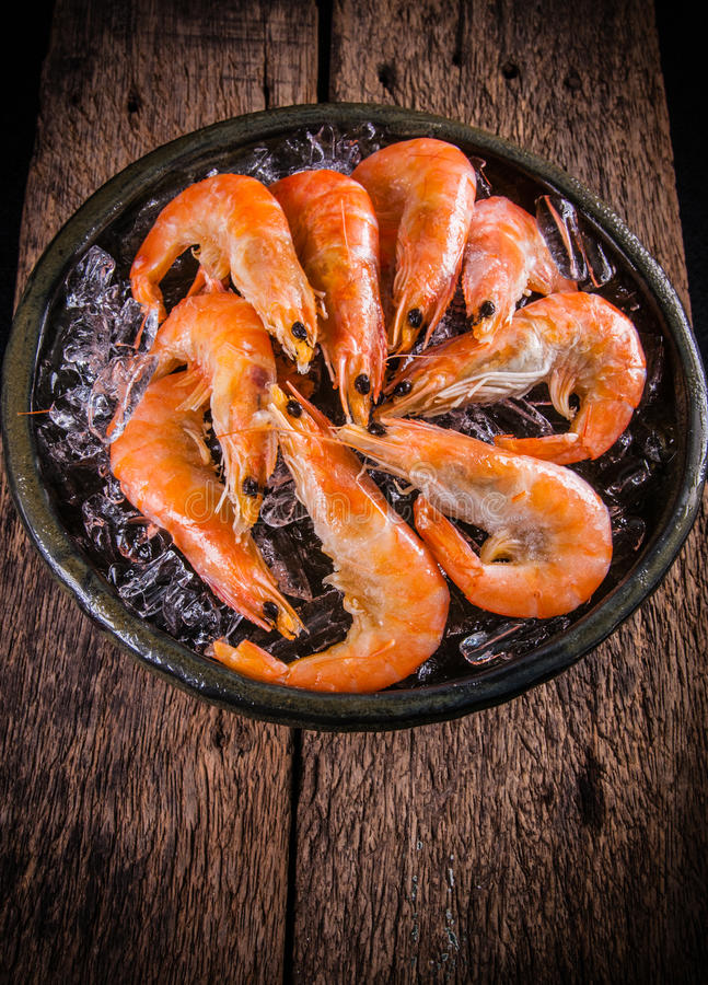 Free Frozen Shrimp With Ice Cubes On A Wood Background Royalty Free Stock Images - 94722899