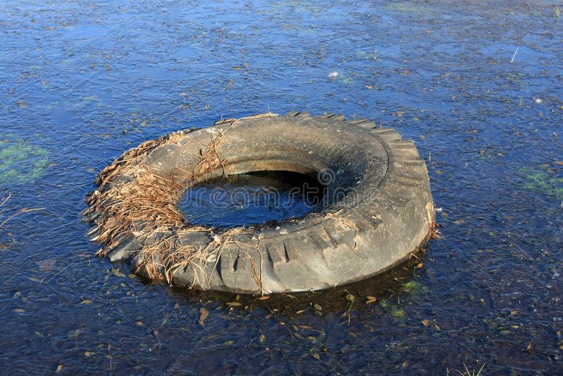 frozen tyre unnecessary water στοκ εικόνες