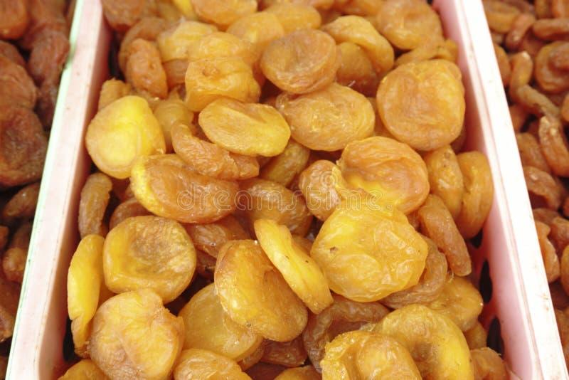 Frucht der getrockneten Aprikose, die einen Hintergrund bildet stockfotografie