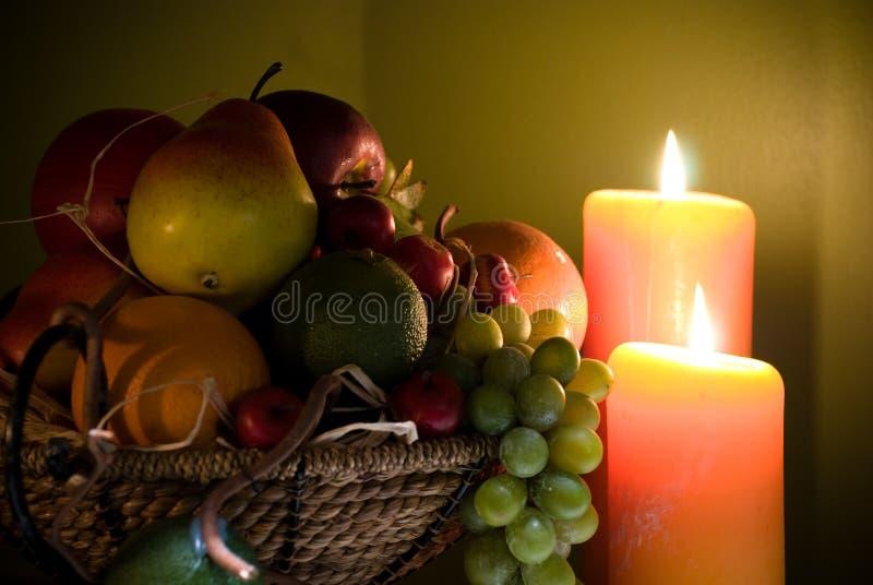 Frucht in der Kerzeleuchte lizenzfreies stockbild