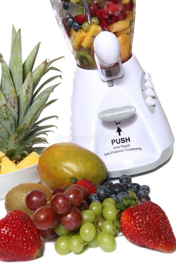 Frucht in der Mischvorrichtung lizenzfreie stockbilder
