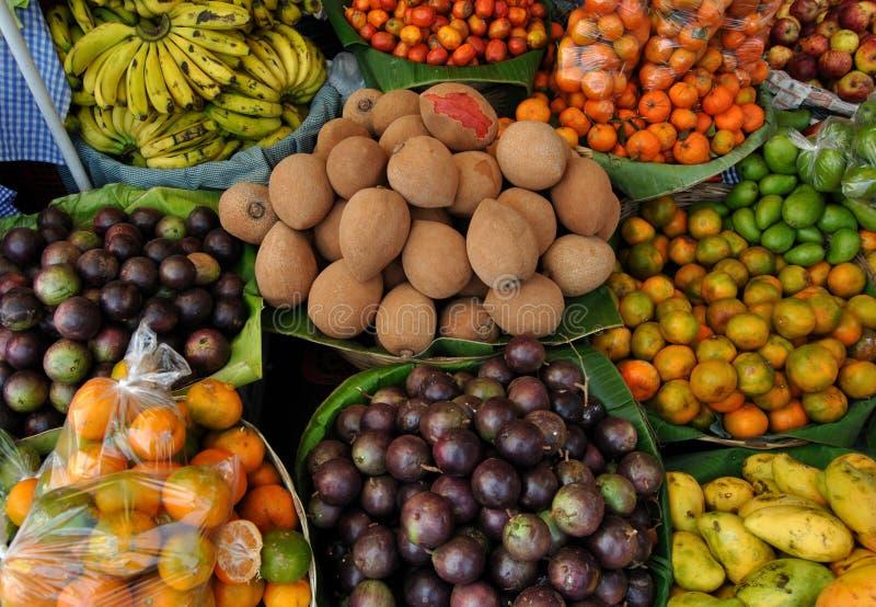 Frucht in einem Markt lizenzfreies stockfoto