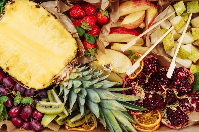 Frucht-Mischungs-Hintergrund-Catering-Draufsicht stockbilder